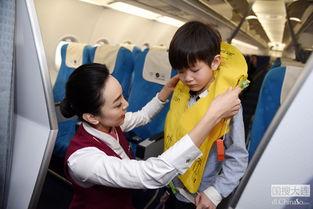 飞机救生衣使用方法-南航公众开放日 市民与大飞机亲密接触
