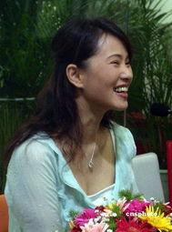 ...她的小说《生死遗言》连续22周高居台湾畅销书排行榜第一.     摄 -...