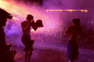 丽艳的见证05-一条条火龙在眼前舞动着,随龙身喷洒的钢火艳极了.似一个人怒了,...