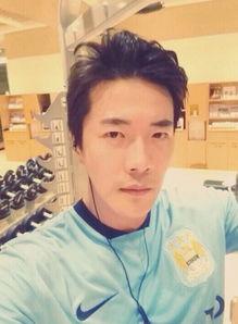 ...0月20日),韩国男演员权相佑在其微博上刊登了健身的照片,还留...