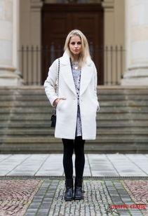 白裤子直击潮流穿不惯白裤子的人可以选择打底裤,外衣穿白色一样...