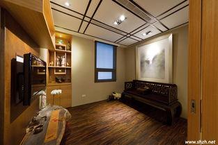 属国度.禅房与楼梯间的隔墙以玻璃格栅呈现,带动室内与梯间的光线...