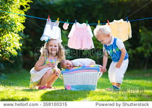 姐和弟干18p图-...的毛巾 哥哥和姐姐接吻小姐妹 兄弟姐妹关系 孩子和婴儿衣服晾衣绳...