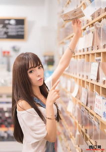 香港清纯美女图书馆买书