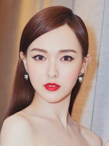 黄泉川爱穗-为了不让妆容甜度超标,就像唐嫣一样在粉色腮红中加一点杏色中和.