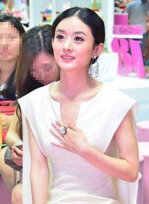赵丽颖刘亦菲同穿深V 对拍照俩人的做法真显智商