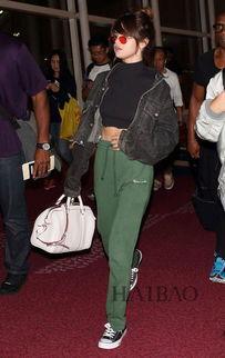 AngelaBaby穿白色,IU妹子钟爱红色,Rihanna就挑蓝色 揭晓星星们缤...