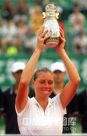 ...万美元的WTA三级赛事广州国际女子网球公开赛周日晚决出了女单...