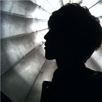 qq头像纯黑色的男生