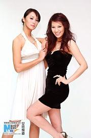 凯渥两位美女名模童怡祯与林若亚,近日到摄影棚进行刊物封面的拍摄...