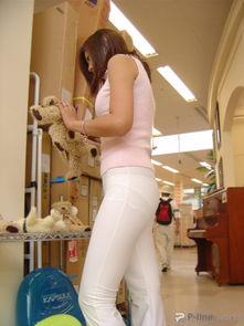 女孩夏季不宜穿白裤子的原因