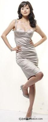 ...穿着低胸晚礼服单腿站立的长发美女图片免费下载 编号1990365 红动...