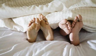 免费看三级做爱片wwwxw970com-秋季性爱三宝 薄被子 润滑剂 早睡觉
