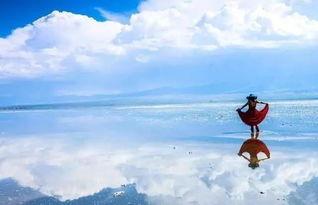 湖面上漫步,在天镜中与白云共舞   这一片星空,犹如洒在海里的碎钻...
