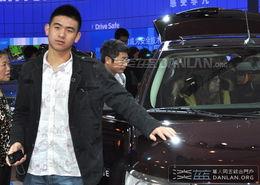 ...实拍 2010北京车展 云集帅哥男模