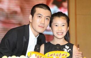 据报道,杨子妻子名为陶虹,两人结婚多年育有一女-杨子承认与黄圣...