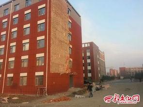 长春财经学院新宿舍100多平米外墙被风吹落 中国吉林网