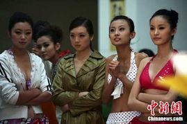 山西12岁小学女生一战成名 模特低龄引热议