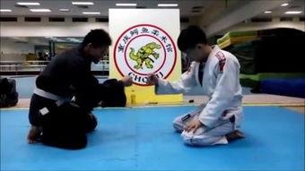 两美女巴西柔术扫技学习 重庆鳄鱼柔术馆