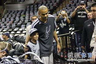 释和员- (搜狐体育 Jarlin 圣安东尼奥报道)能够来NBA看球是小球迷最兴奋的...