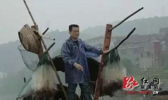 父亲相依为命的边城少年对生活和未来的迷茫.影片以沅水、渔船、古...