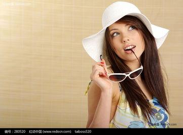 拿着眼镜的旅游美女图片图片 280520