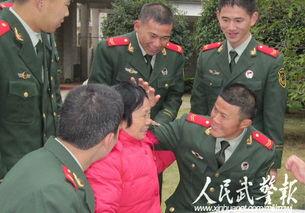 看看妈妈的白发 图片来源:人民武警报-广西 老妈妈拥军队 到警营送别...