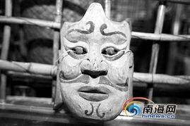 万古牧神-与黎族文化结缘他选择走上一条艰辛的路   在博物馆里,记者看到一件...
