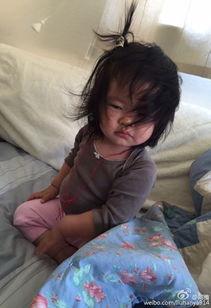 ... 睡醒对比照 Ava小肚子抢镜