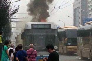 北京电车公交107路起火 无人员伤亡