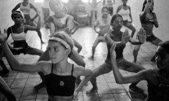...会发现很多未成年人也在从事这个工作,据统计,巴西全国有约50万...