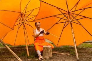 老根想丁香大喇叭曲是谁吹的-还记得《情深深雨蒙蒙》里面依萍回去要钱的时候被大风吹坏的黄伞吗...