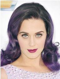 姐也色18pwwwdizhi99com-魅惑的深紫发色配同样魅惑的妆容唇色,水果姐要做就做足全套,势必...
