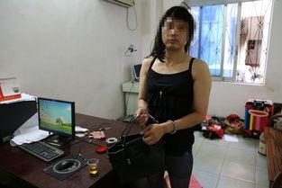 男子穿吊带黑丝进学校女厕偷拍 被抓后称为减压