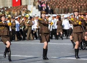 近看朝鲜阅兵式女性面孔 最漂亮的在最后