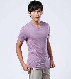 紫色上衣配什么颜色裤子