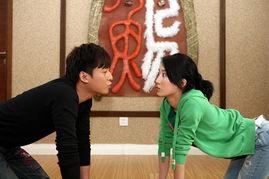 该剧改编自小说《家庭漩涡》,由陈燕民执导,讲述了