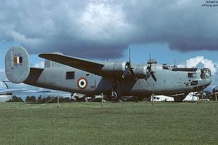 ...的B-24L 44-50206 HE807-陆航重锤 七 联合B 24 解放者 轰炸机 荷兰...