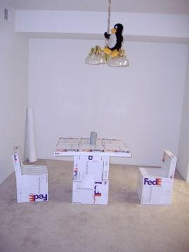 用联邦快递的硬纸箱DIY家具