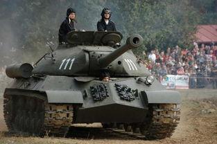 现实中的IS-3重型坦克,还能开哦!-俄罗斯网友利用冰雪制作战车栩栩...