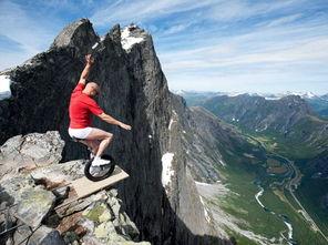 碎寰宇-埃斯基尔是挪威家喻户晓的杂技表演者,他表演的场所都是危险之极的...