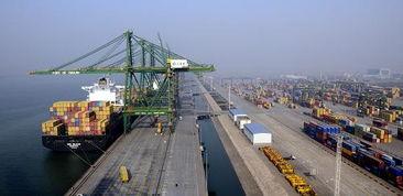 博雅乐山棋牌2.1.0803-2001年货物吞吐量突破1亿吨,2004年突破2亿吨,2007年突破3亿吨...