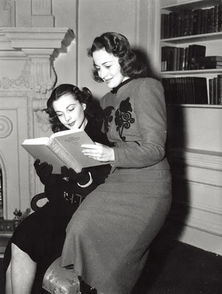 ...乱世佳人》两位女主演在阅读小说原著.-有些作家一辈子就写了一本...