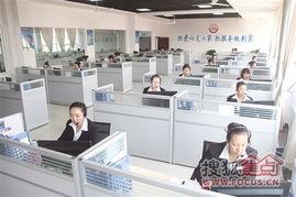 ...庭服务网络信息呼叫中心,工作人员正在接听市民电话.-包头劳务用...