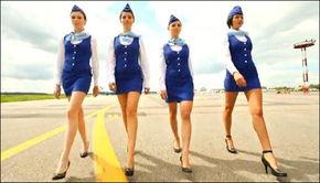 空姐清凉比基尼 穿着高跟鞋洗飞机