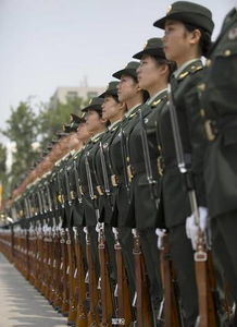 ...由告诉你 中国军人为什么值得尊敬