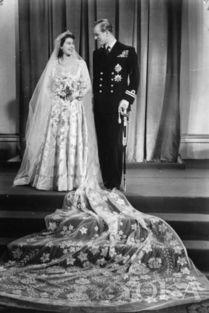 随身空间灵泉农女弃妃-1939年,13岁的伊丽莎白二世女王在海军学校遇到18岁的菲利普亲王...