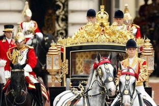 着金马车去参加加冕仪式,皇家金马车本身就是世界上最豪华的交