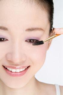 9.帮助睫毛/眉毛养护-被你忽略的多功能化妆小物睫毛刷的10个妙用