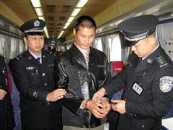 12月13日,由北京西开往怀化的K267次列车在张家界火车站开车后,...